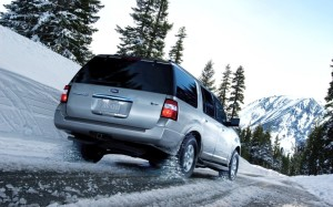 2013 Ford Expedition Left Rear Driving in Snow